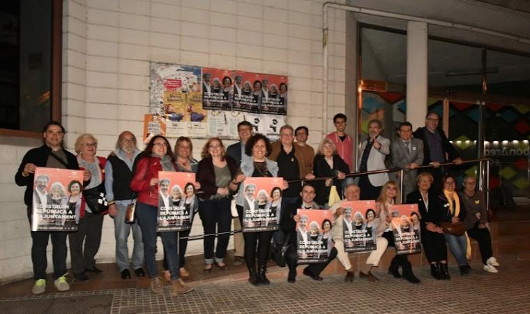 Enganxada de cartells de Rubí Republicana - Primàries Catalunya