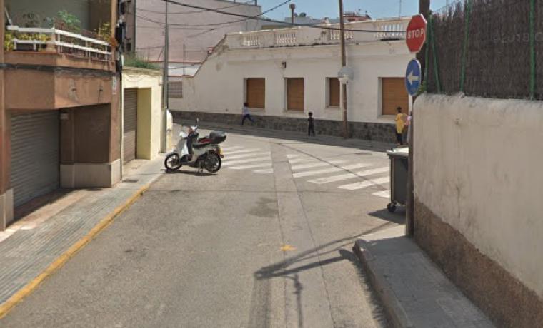 Cantonada dels carrers Floridablanca amb Plana de Can Bertran