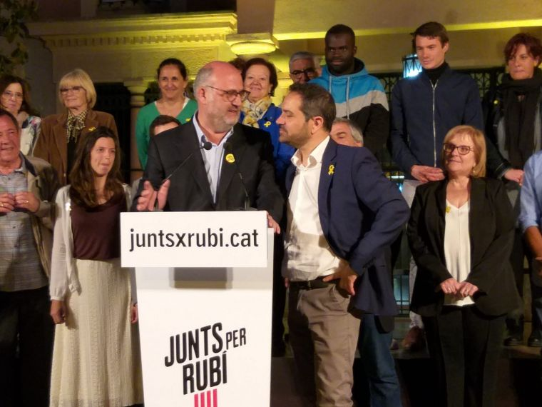 Jaume Buscallà amb Eduard Pujol a la presentació de candidatura de JxR
