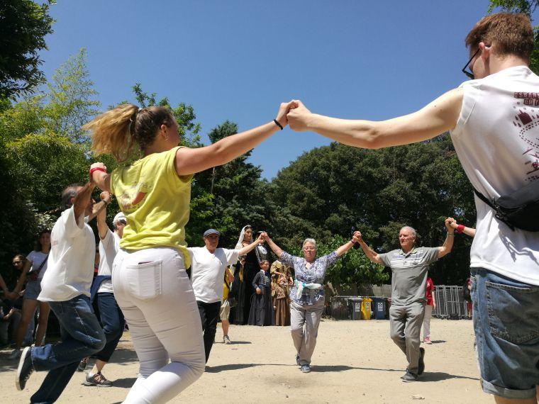 Ball de sardanes a l'esplanada de l'ermita de Sant Muç