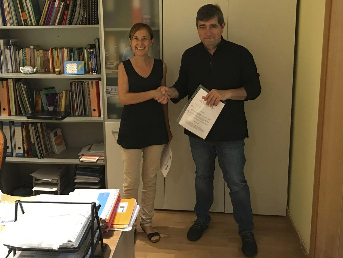 El president del CEF Can Mir, Jordi Peiró, formalitzant el conveni amb la cooperativa ISOM