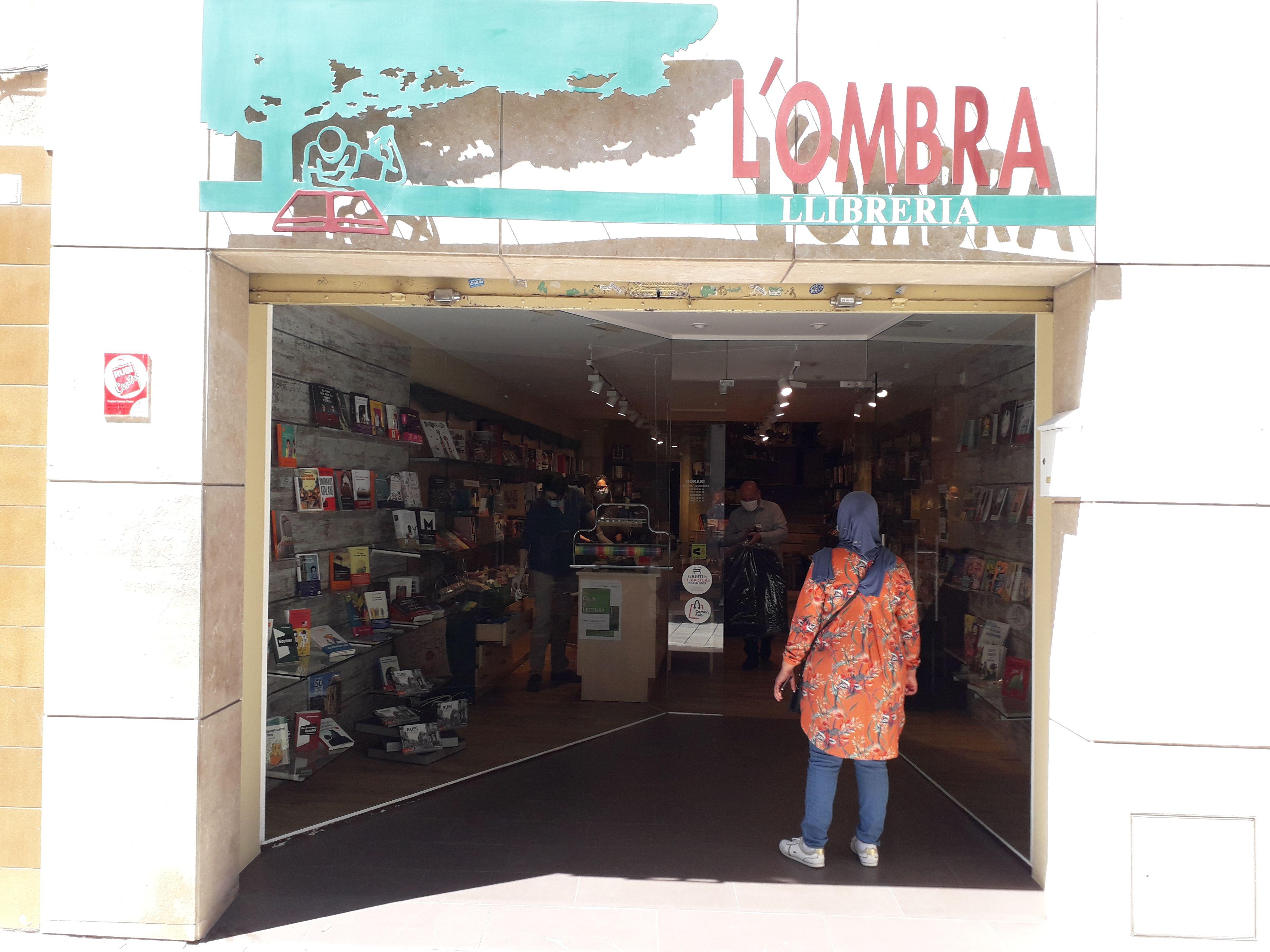 Façana de la llibreria L'Ombra. FONT: Núria HS
