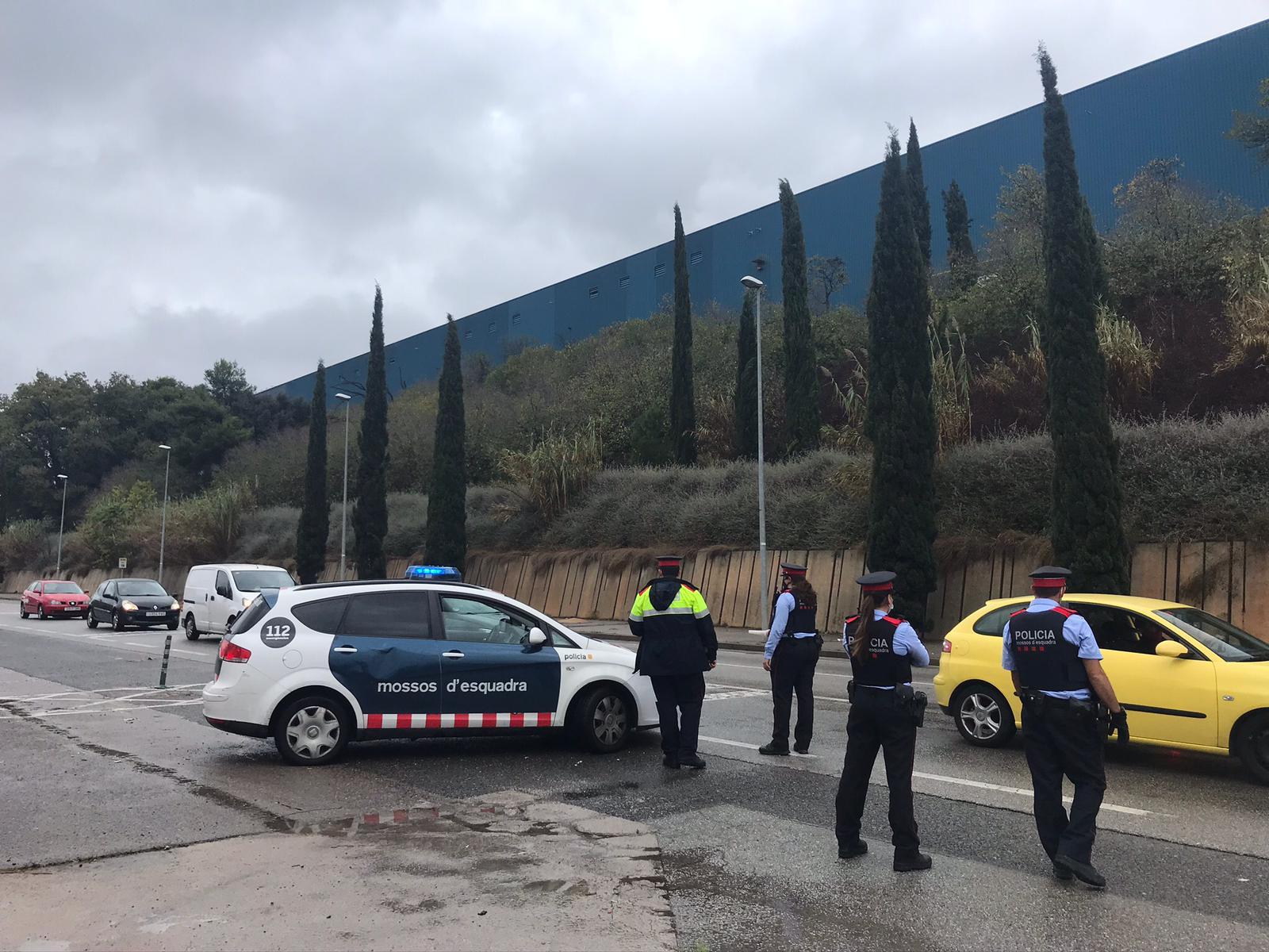 Control dels Mossos durant el confinament perimetral a Rubí. FOTO: Andrea Martínez