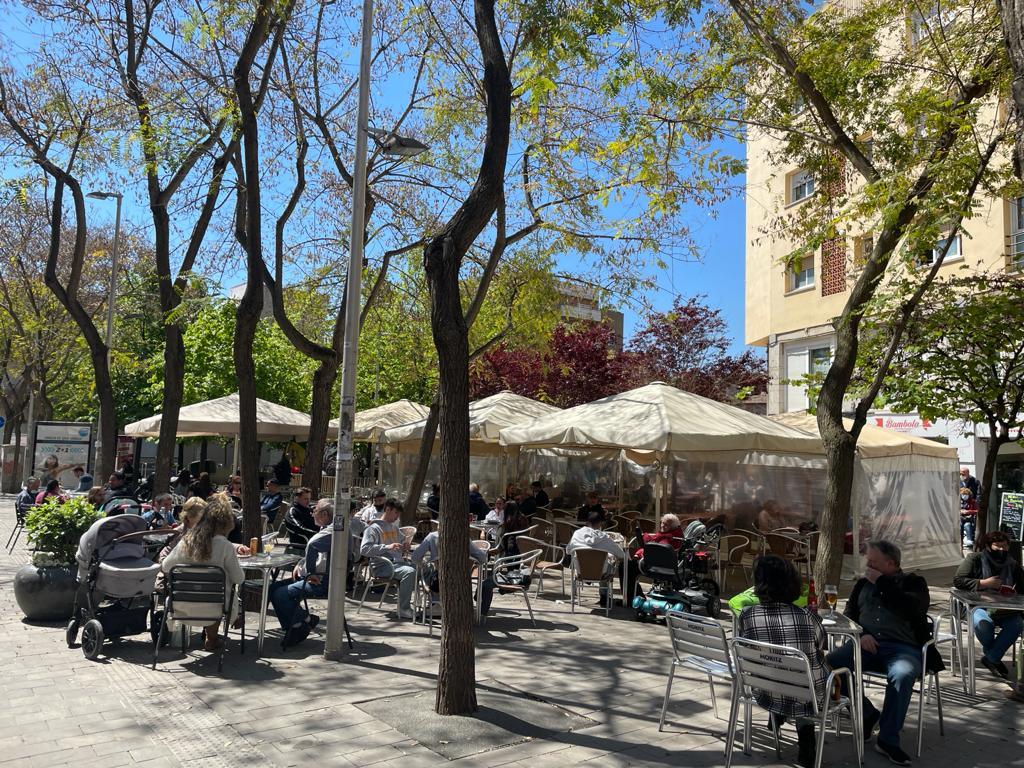 Terrasses de la plaça Doctor Guardiet. FOTO: N. Hueso