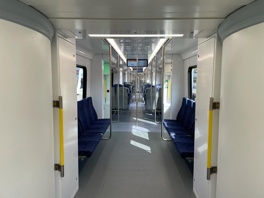 Interior del nou tren de Ferrocarrils als tallers de Rubí. FOTO: N. Hueso