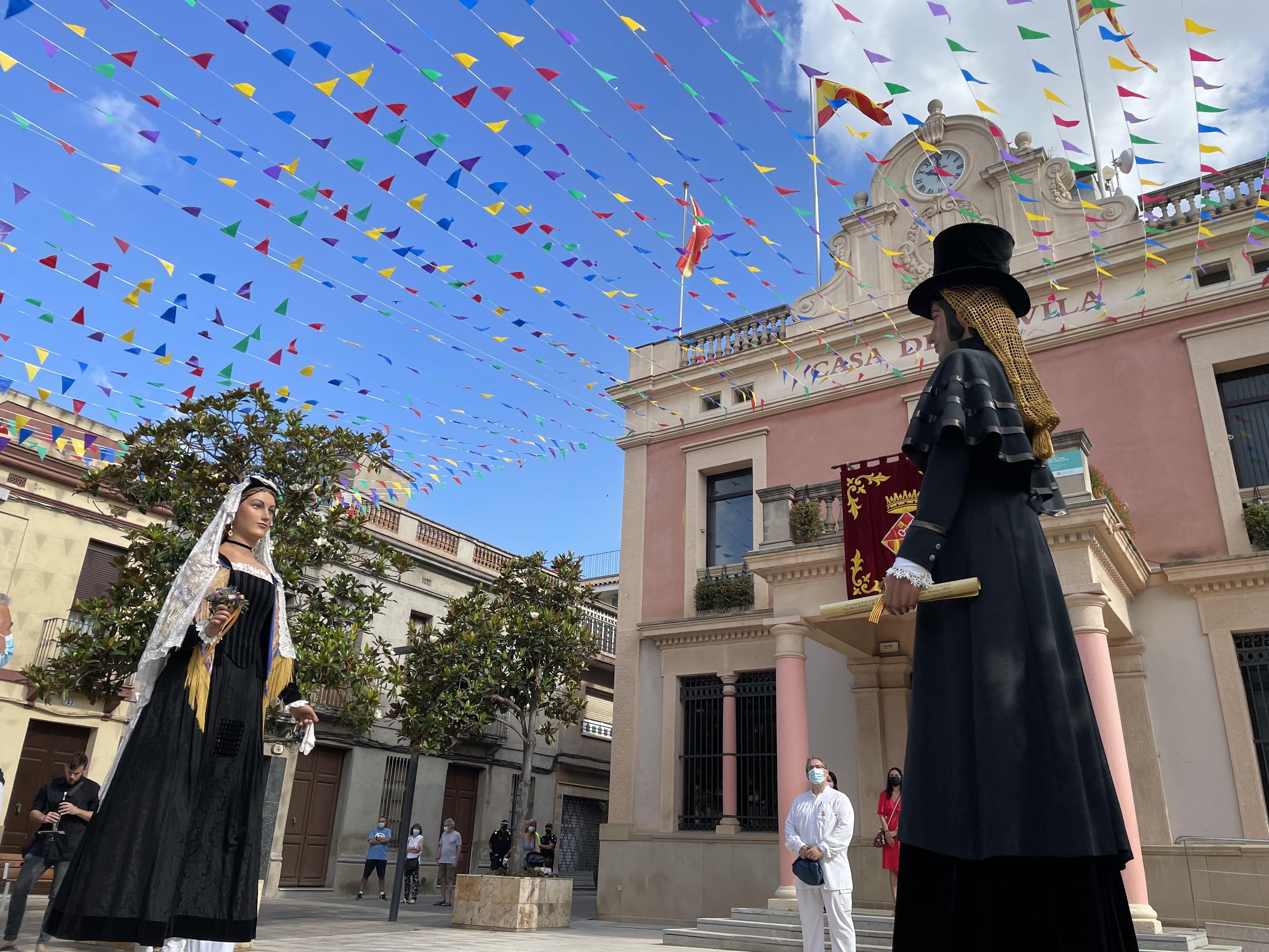 Despertada i plantada de gegants per Festa Major. FOTO: Núria Hueso