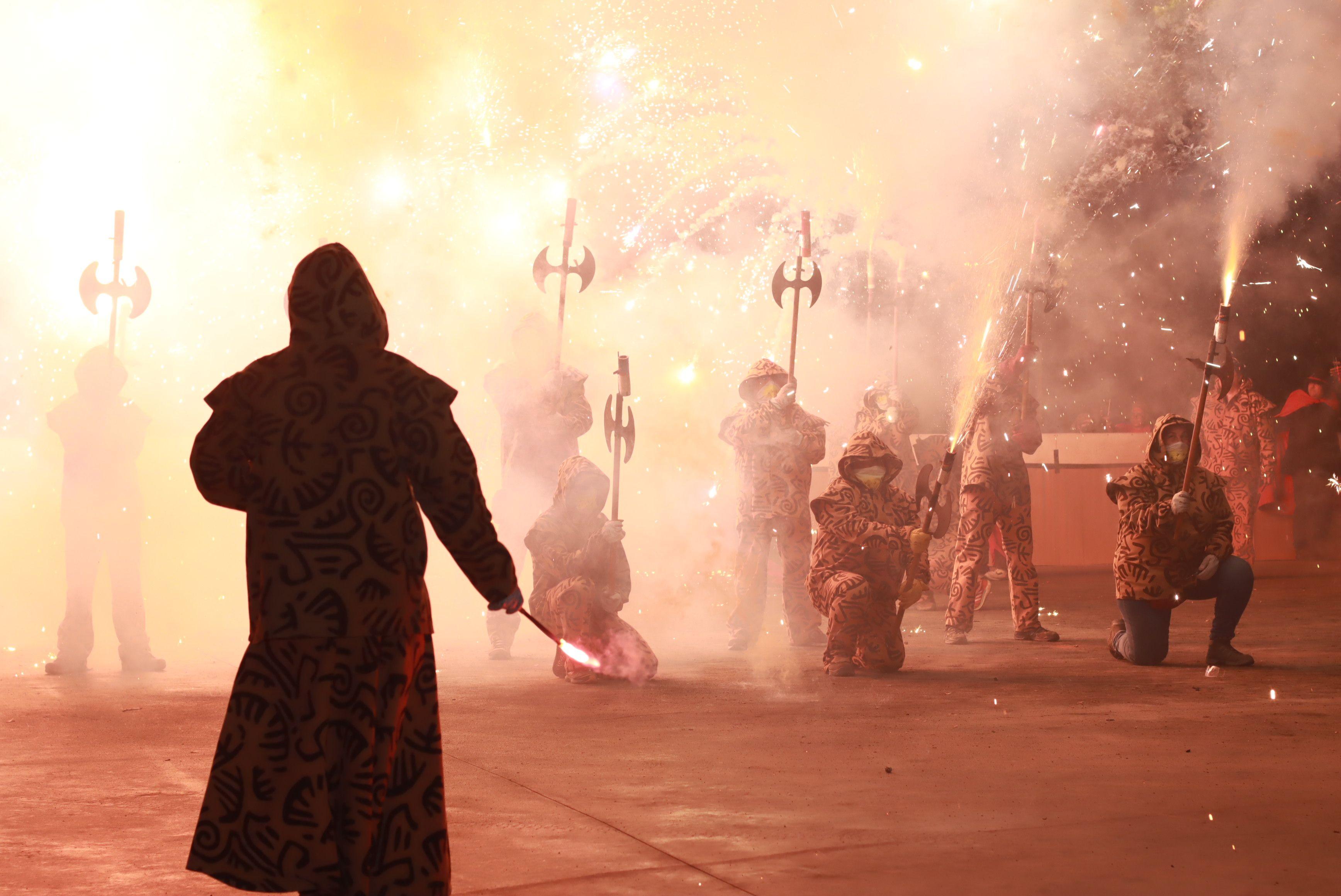Raval de foc amb la la Colla de Diables de la Riera, la Colla de Diables Rubeo Diablorum i la Colla de Diables de Rubí. FOTO: Josep Llamas
